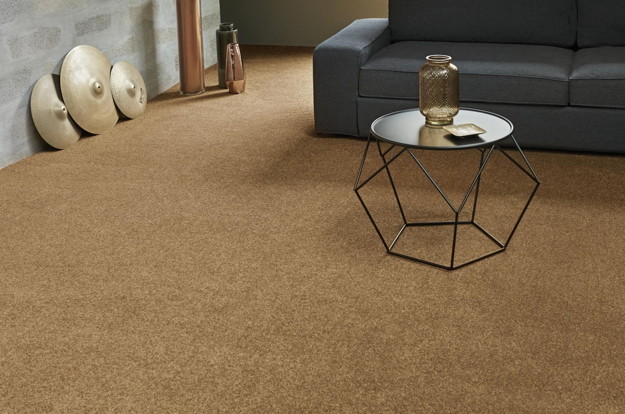 300 dpi 4A6F Roomset carpet FIRST CLASS 370 4 web v2