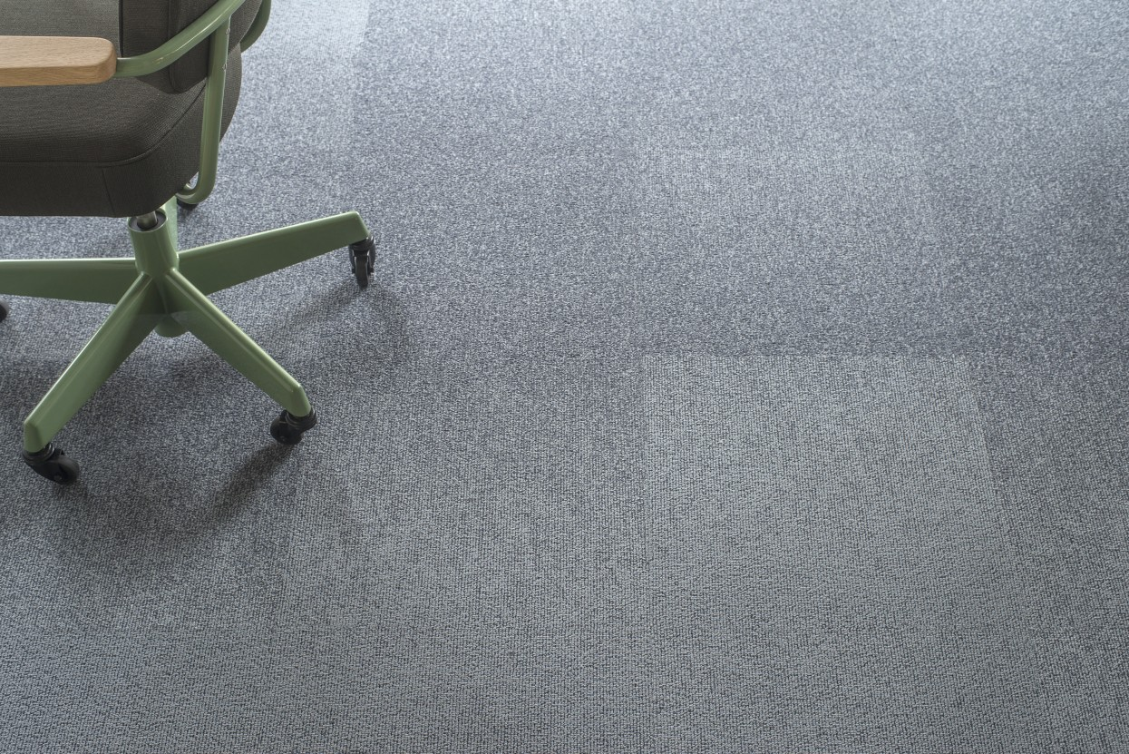 300 dpi 4A1R CloseUp carpet LAKE 930 GREY 1 web