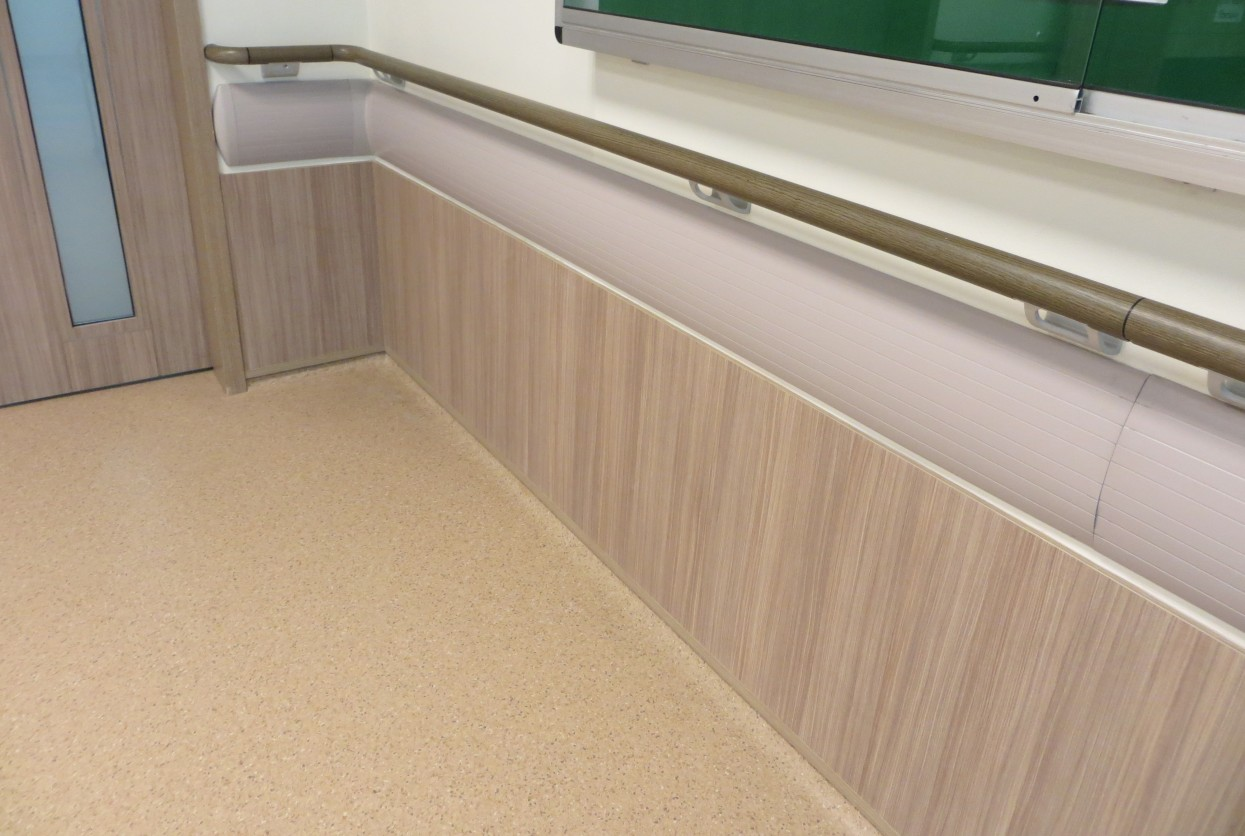 Decowood wall protection installation
